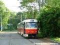 prazsketramvaje.cz - Souprava vozů T3SU ev.č.7001+7002 vypravená na linku 26 manipuluje na vnitřní koleji smyčky Špejchar {1.6.2004}